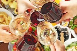 年底聚餐一攤接著一攤,大口吃肉飲酒,小心痛風發作